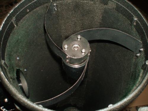 Zakrivljeni nosač sekundarnog zrcala